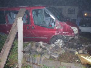 Šoféra zastavil až sloup veřejného osvětlení. Nadýchal přes čtyři promile, nemá pojištění ani technickou