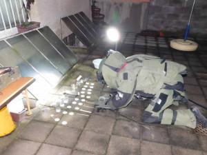 VIDEO: Zemřelý muž ze Šámalovy měl v bytě tolik výbušnin, že by rozmetaly celé domy v ulici