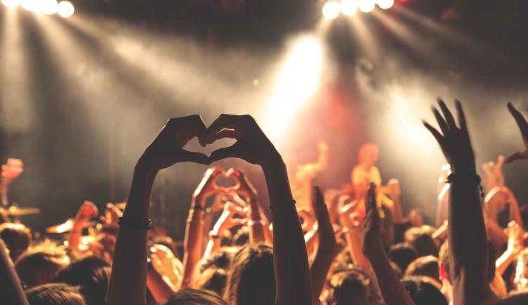 TIPY NA VÍKEND: MINT market, blešák v Alfě,  hiphopové hvězdy v Boby centru, Anna K. v Mahenově divadle, Favál rozezní punkrock a Ty Syčáci Starou pekárnu