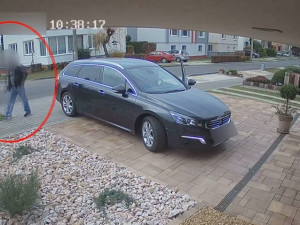 VIDEO: Zloděj pravidelně vykrádal rodinné domy na Brněnsku, policisté si na něj počíhali