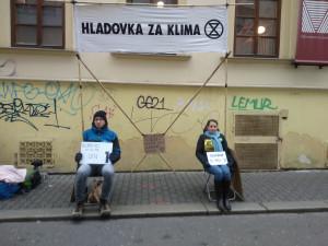 Aktivisté zahájili hladovku. Chtějí připomenout důsledky klimatických změn jako je neúroda a hladomor