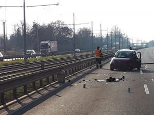 FOTO: Řidička zazmatkovala a přejela u Modřic do protisměru, srazila se s protijedoucím autem