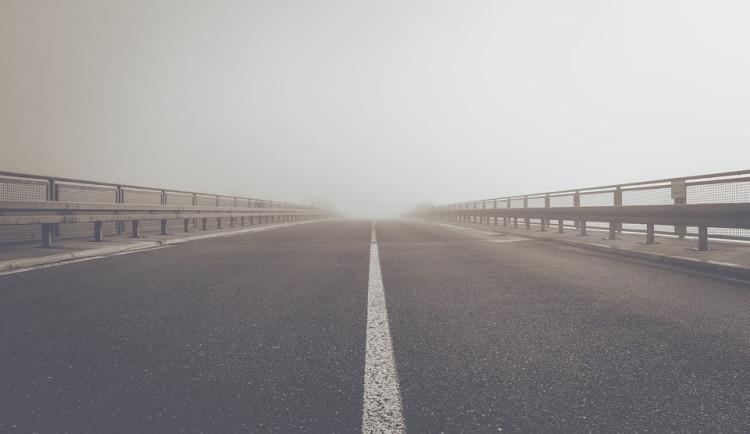 Silnice na jihu Moravy mohou namrzat, místy je hustá mlha