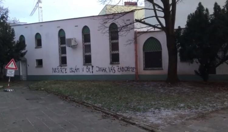 Nešiřte islám v ČR, jinak vás zabijeme, napsal dnes neznámý pachatel na brněnskou mešitu