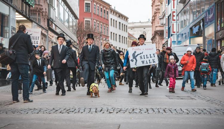 Chodit švihle a nestydět se? To dnes Brňané mohou během Švihlého pochodu v centru Brna
