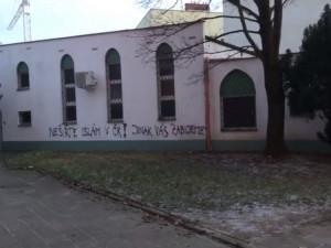 Výhrůžky smrtí komukoliv jsou pro mě osobně nepřijatelné, vyjádřil se k útočnému vzkazu na brněnské mešitě Babiš
