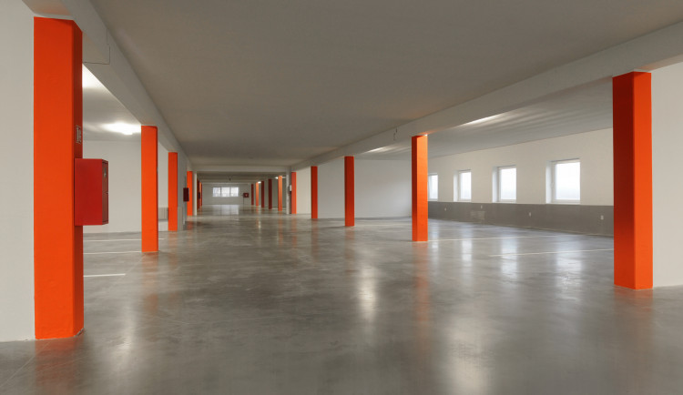 V Králově Poli by měl do příštího roku stát parkovací dům. Místo tam najde 530 aut