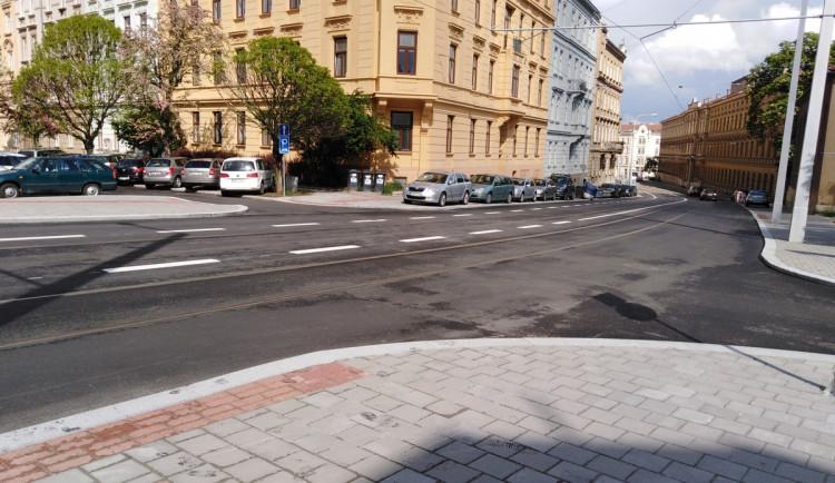 Spodní část ulice Údolní projde rekonstrukcí, horní část má ale stále spoustu nedostatků včetně chybějících přechodů
