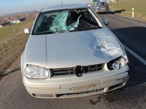 Mladého řidiče při jízdě málem zabil kus ledu, který se uvolnil z projíždějícího náklaďáku
