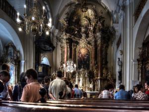 Zloději okradli v Brně ženu na půlnoční mši, jednoho z nich zamkl kostelník s ministrantem