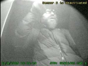 FOTO: Policisté pátrají po muži, který se v prosinci snažil v Brně vykrást bankomat
