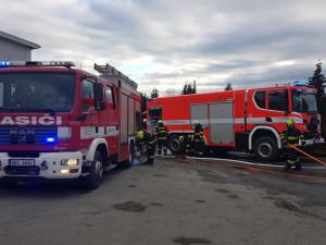 FOTO: Na Vídeňské v Brně dnes hořela průmyslová hala. Škoda jde do milionů