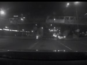 VIDEO: Zfetovaný cizinec ujížděl policistům v Brně ukradenou Audi Q5, naboural šest aut