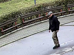 FOTO: Zloděj ukradl horské kolo před základní školou, nepoznáváte ho?