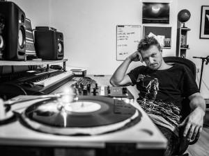 Ve čtyřiceti konečně žiju jako člověk, a ne jako hovado, říká brněnský DJ Opia