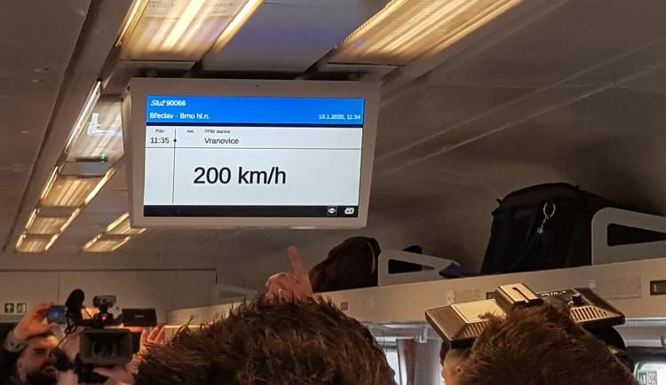 Mezi Brnem a Břeclaví jel vlak rychlostí 200 km/h. Je to první krok k rychlejším českým železnicím