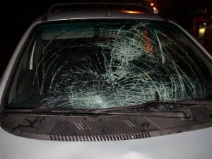 Řidič srazil devatenáctiletého mladíka na přechodu pro chodce, policie hledá svědky