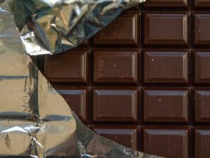 Mladík chtěl z obchodu odnést čokolády za čtyři tisíce korun. Místo toho si odnesl jen pokutu