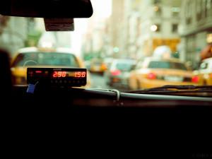 Opilý muž napadl pěstmi taxikáře, protože ho z Brna nechtěl odvézt domů za vymyšlenou cenu