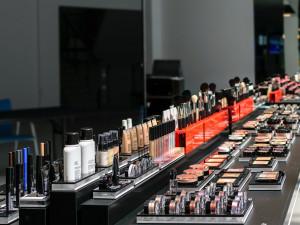 Zloději touží po kráse, za dva týdny vykradli tři kosmetické salony a kadeřnictví