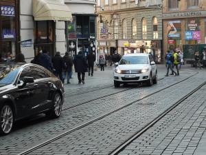 Město zavádí první regulace dopravy v centru Brna. Od pondělí se budou sloupky vysunovat v jiných časech