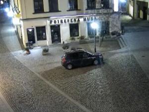 VIDEO: Řidič dostal na Starobrněnské botičku. I přes vyslovený zákaz nasedl do auta a na Pekařské naboural koš
