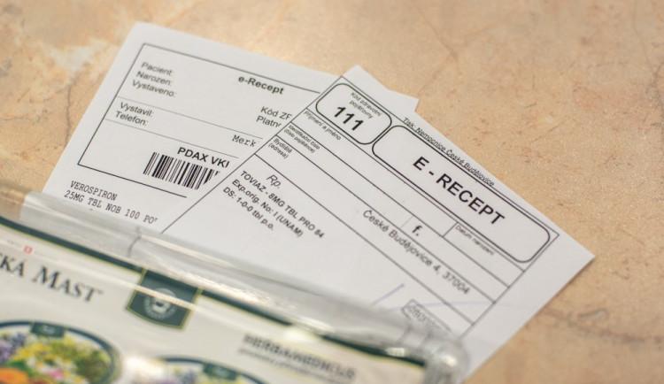 PRŮZKUM: Většina lidí v Česku nechce platit za návštěvu lékaře ani za recept