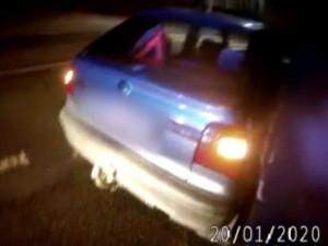VIDEO: Policisté vzali opilému muži řidičák. O hodinu později se opět proháněl po Brně