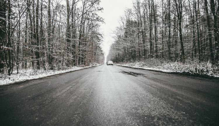 POČASÍ NA SOBOTU: Podobně jako včera se objeví ledovka, opatrně za volantem i na chodnících