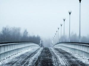 POČASÍ NA NEDĚLI: Mrznoucí mlhy i mrholení, místy déšť se sněhem a teploty okolo nuly