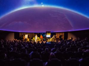Na brněnskou hvězdárnu se vrací úspěšná divadelní adaptace K-PAX Svět podle Prota