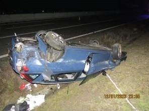 Řidička se polekala couvajícího auta na dálnici a vážně havarovala. Neznámý řidič ujel, policie hledá svědky