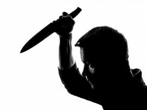 Taxikáře nožem pobodal jeho známý. Pachateli teď za pokus o vraždu hrozí 18 let vězení