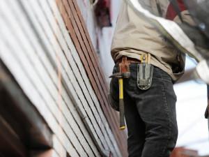 Dělník v Brně spadl z patnáctimetrové výšky do světlíku uvnitř domu, na místě zemřel