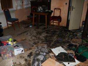 FOTO: Žhář zapálil vinný sklípek ve Valticích