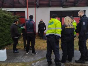 FOTO/ VIDEO: Policisté chytili na poli u Lanžhota čtyři nelegální běžence. Ptali se na Německo