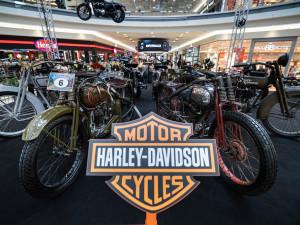 FOTO: Legendy v Brně. Vaňkovka otevřela brány věhlasným veteránům Harley-Davidson
