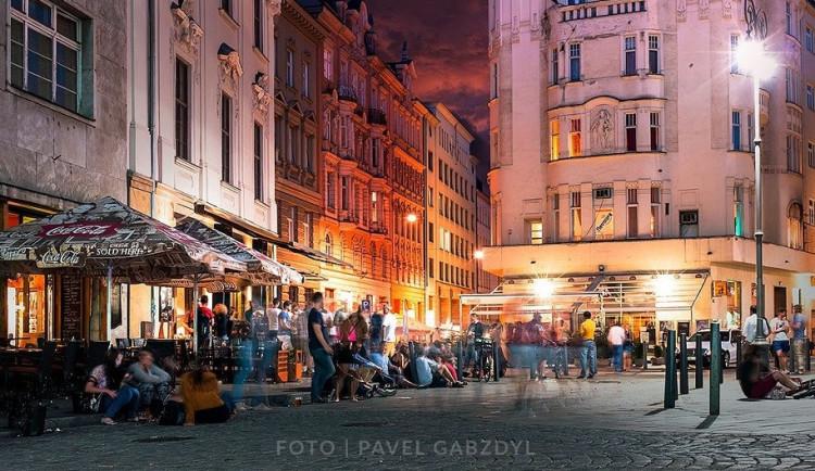 TIPY NA TÝDEN: Cabaretní veselí, Umělecká technoparty ve Vibu, Prago Union, standup Simony Babčákové, svatební veletrh, nebo Fedde le Grand