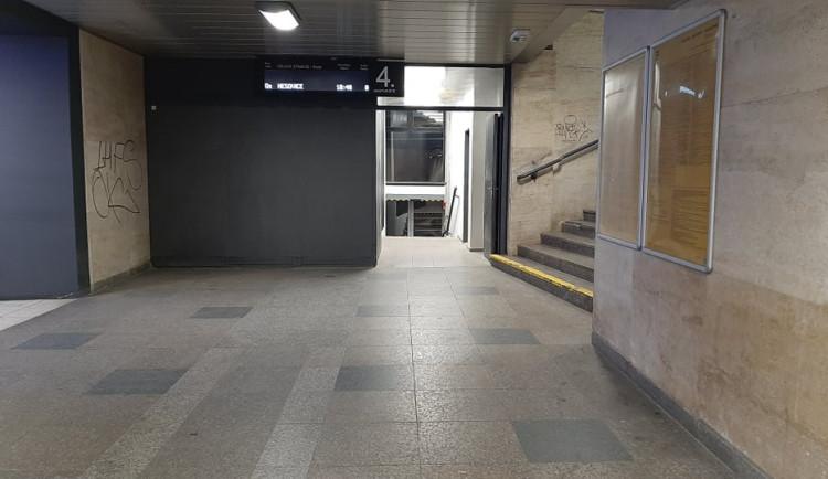 Do Tesca na Dornychu se teď dostanete přímo z nástupiště. Hlavní nádraží znova otevřelo podchod