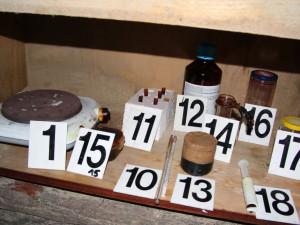 FOTO: Muž opakovaně kupoval léky, ze kterých vařil pervitin. Minulý týden spadla klec