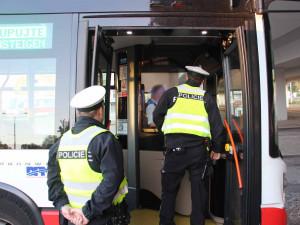 Řidič linkového autobusu nadýchal na začátku ranní směny jedno promile