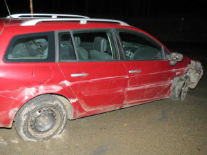 Bez cigára ani na krok. Namol opilý muž si dojel v nabouraném autě na benzinku pro kuřivo