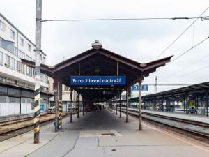 """Na hlavním nádražím skončila znělka """"Hvězdy jsou jak sedmikrásky nad Brnem"""""""