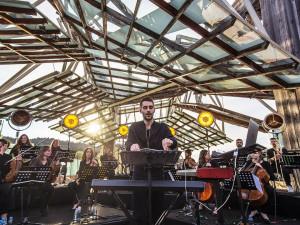 Techno a orchestr? Francouzský mág Worakls předvede v Brně jedinečnou fúzi dvou hudebních světů