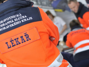 Nehoda dvou dodávek zastavila hlavní tah Svitavy - Brno, jeden z řidičů skončil se středně těžkým zraněním v nemocnici