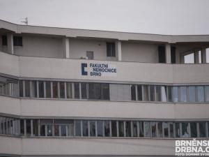 Fakultní nemocnice Brno čelí kybernetickému útoku, akutní pacienty převáží jinam