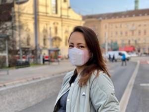 Brněnská firma vyrábí masky zabíjející koronavirus. Do prodeje půjdou do půlky dubna, stát budou dvě stovky