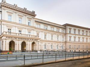 Podvodníci v Brně vybírají do pokladniček peníze na boj s koronavirem