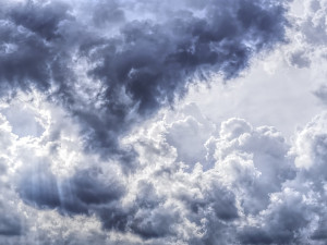 POČASÍ NA NEDĚLI: Zima hlásí návrat, teploty spadnou k jednomu stupni