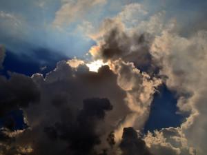 POČASÍ NA ČTVRTEK: Teploty až 13 stupňů, odpoledne bude obloha místy zatažená